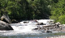 Raft on the toughest rapid on the Allier. The Sunny filled right up.