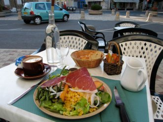 Dordogne. Ham salad, cappucho and even a Twingo. Parfait!