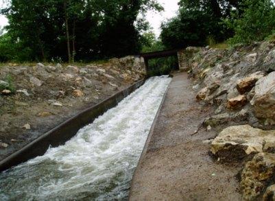 Glissade canoe chute at Carrenac - Dordogne