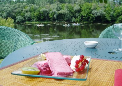 €20 riverside lunch at Milandes - Dordogne