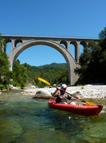 Gumo Solar on the Pont d'Abarines just before a gnarly portage