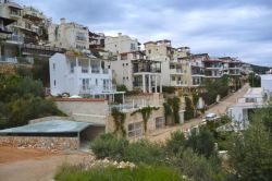 Kalamar cheek by jowl villas