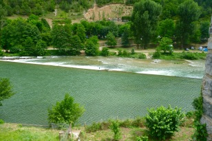 The exposed chute at Les Vignes weir – tricky with a strong backwind.